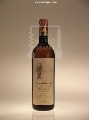 Grappa Distillata a bagnomaria da vinacce del Pinot Nero